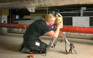 3D-Laserscanning durch Mitarbeiterin der PV ANSPERGER mbH