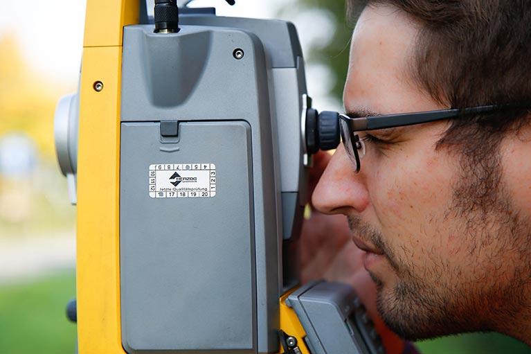 3D-Laserscanner, bedient durch Mitarbeiter der PV ANSPERGER mbH